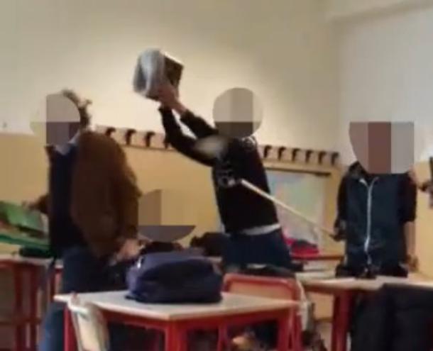 Minori che picchiano i prof