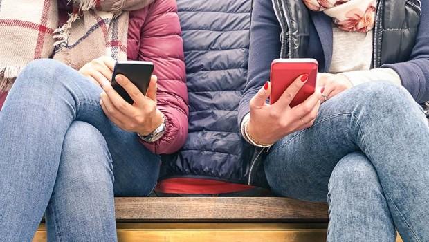Identità e tecno-dipendenze nei nuovi adolescenti