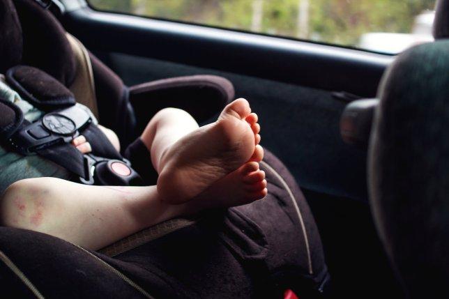 Dimenticare un bambino in auto. Perchè?