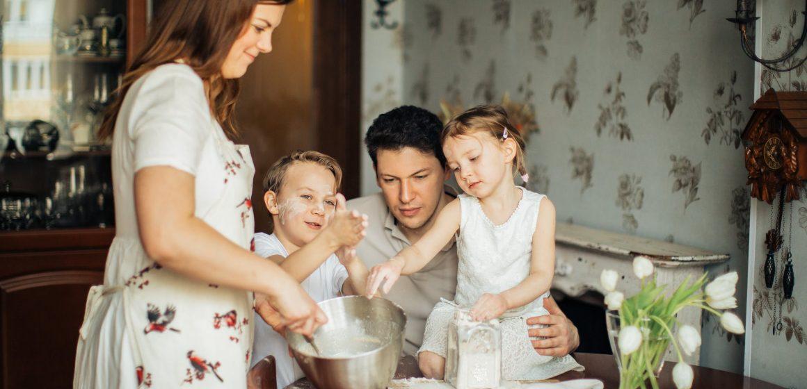 Natale in lockdown con i figli. Il piacere della cucina da condividere