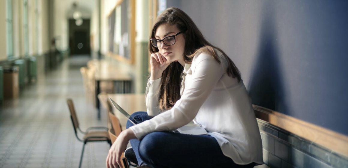 Solitudine e isolamento. Come aiutare gli adolescenti